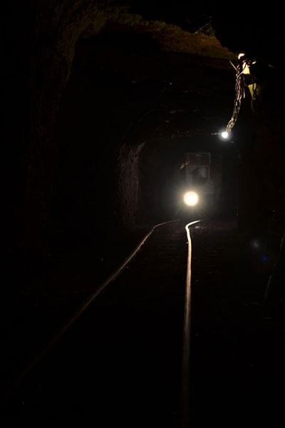Einfahrt mit der Grubenbahn zum Kursraum in der Tiefe des Berges